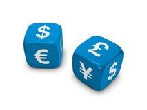 Pares de dados azules con la muestra de dinero en circulación Fotos de archivo libres de regalías