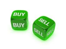 Pares de dados verdes translúcidos com compra, sinal do sell foto de stock