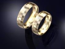 Pares de diseño de oro de los anillos de bodas Fotografía de archivo libre de regalías
