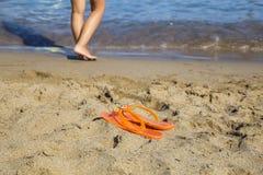 Pares de falhanços de aleta na praia da areia Fotografia de Stock Royalty Free