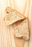 Pares de fatias de pão sob a forma dos corações Imagem de Stock