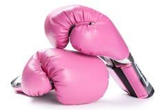 Pares de guantes de boxeo rosados aislados en blanco Imagenes de archivo