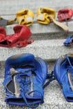 Pares de guantes de boxeo viejos Imagen de archivo