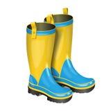 Pares de gumboots Botas amarelas e azuis da chuva no branco Fotos de Stock