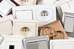 Pares de interruptores e de soquetes coloridos elétricos Fotografia de Stock Royalty Free