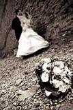 Pares de la boda en el parque Foto de archivo