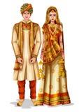 Pares de la boda de Haryanvi en el traje tradicional de Haryana, la India Imagen de archivo