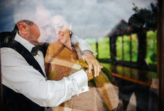 Pares de la boda junto Imagen de archivo