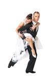 Pares de la danza de Ballrom en una actitud de la danza aislados en el bachgroun blanco Imágenes de archivo libres de regalías