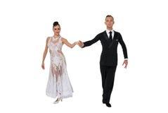 Pares de la danza de Ballrom en una actitud de la danza aislados en el bachground blanco Imagen de archivo