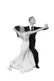 Pares de la danza de Ballrom en una actitud de la danza aislados en el bachground blanco Foto de archivo libre de regalías