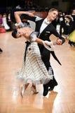 Pares de la danza de salón de baile Fotos de archivo