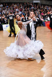 Pares de la danza de salón de baile, bailando en la competencia Imagen de archivo