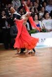 Pares de la danza de salón de baile, bailando en la competencia Fotos de archivo libres de regalías