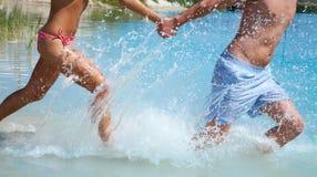 Pares de la natación Fotos de archivo