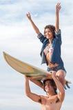 Pares de la persona que practica surf Fotos de archivo libres de regalías
