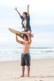 Pares de la persona que practica surf Foto de archivo libre de regalías