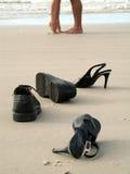 Pares de la pierna en la playa Imagen de archivo libre de regalías