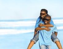 Pares de la playa Fotografía de archivo libre de regalías