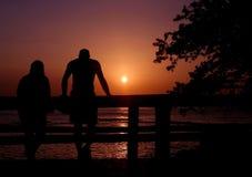 Pares de la puesta del sol imagen de archivo