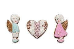 Pares de las galletas de ángeles y del corazón Imagen de archivo libre de regalías