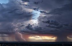 Pares de las tormentas de la monzón Fotografía de archivo