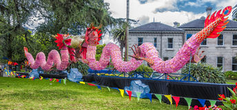 Pares de linternas rosadas del dragón Fotografía de archivo