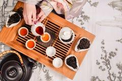 Pares de los accesorios de la ceremonia de té del chino tradicional Foto de archivo libre de regalías