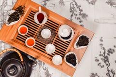 Pares de los accesorios de la ceremonia de té del chino tradicional Fotos de archivo libres de regalías
