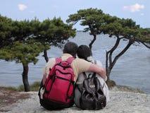 Pares de los Backpackers Fotos de archivo libres de regalías