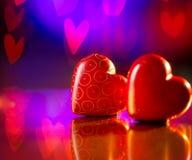 Pares de los corazones del rojo de las tarjetas del día de San Valentín Imágenes de archivo libres de regalías
