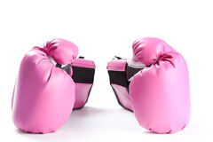 Pares de luvas de encaixotamento cor-de-rosa isoladas no branco Fotos de Stock Royalty Free