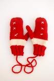 Pares de manoplas rojas y blancas Imágenes de archivo libres de regalías