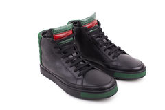 Pares de nuevas zapatillas de deporte de cuero negras del alto-top Imagen de archivo libre de regalías