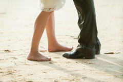Pares de pés na praia Fotografia de Stock Royalty Free