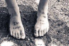 Pares de pies cansados Imagenes de archivo