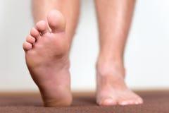 Pares de pies masculinos limpios Fotos de archivo libres de regalías
