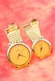 Pares de relógio dourado Fotografia de Stock