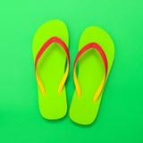 Pares de sandalia verde Fotografía de archivo