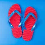 Pares de sandalias rojas Fotografía de archivo
