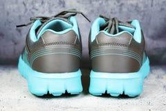 Pares de sapatas azuis dos esportes Imagem de Stock