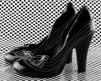 Pares de sapatas colocadas saltos elevação Fotografia de Stock