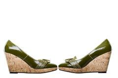 Pares de sapatas de couro verdes com trajeto de grampeamento foto de stock royalty free