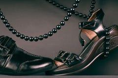 Pares de sapatas pretas. Calçados. Foto de Stock