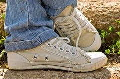 Pares de sapatilhas velhas Fotografia de Stock Royalty Free