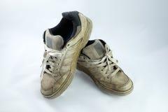 Pares de sapatos de ginástica sujos velhos Imagem de Stock