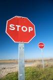 Pares de sinais de tráfego do batente Fotos de Stock