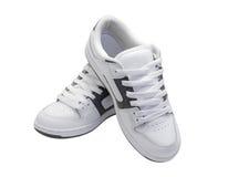 Pares de zapatillas de deporte blancas Fotos de archivo
