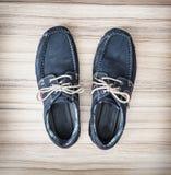 Pares de zapatos azules elegantes, de belleza y de moda del hombre Imagen de archivo