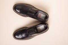 Pares de zapatos de las abarcas del hombre Fotos de archivo libres de regalías